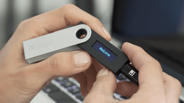 Connect Ledger Nano S with USB cable